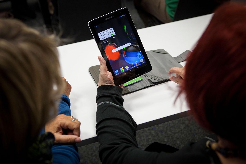 WK - Seminarraum - Android Tablet Einsteigerkurs, geleitet von Khodr Chwaikh.